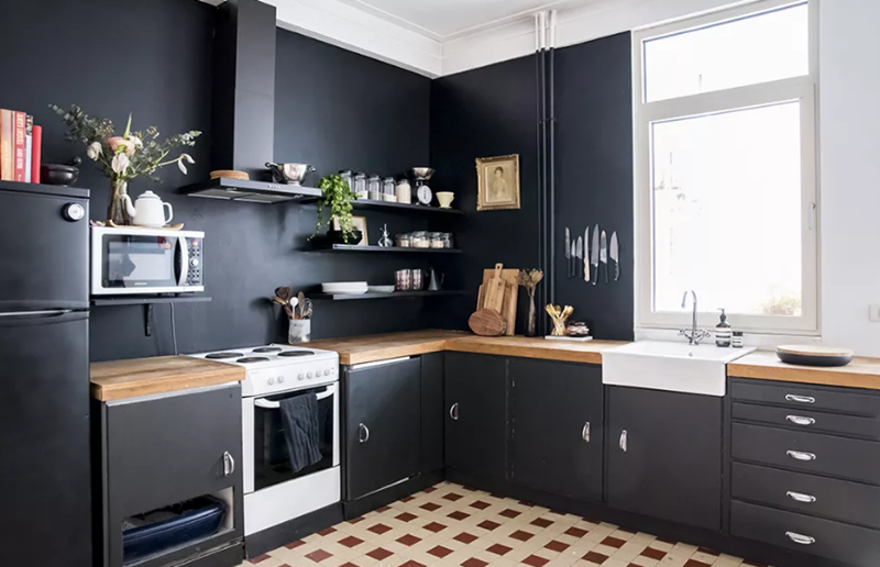 English black kitchen