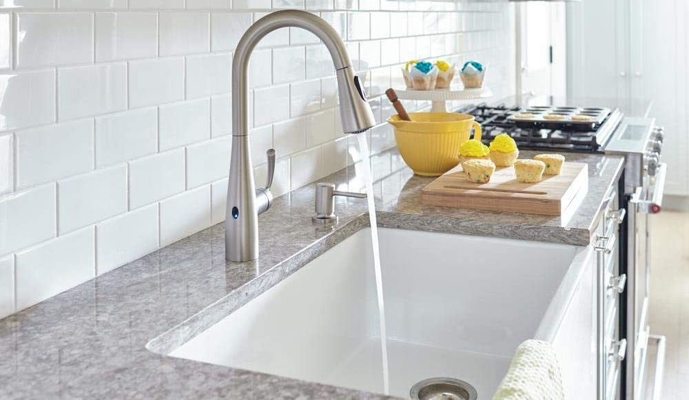 What to Look for When Buying a Touchless Kitchen Faucet