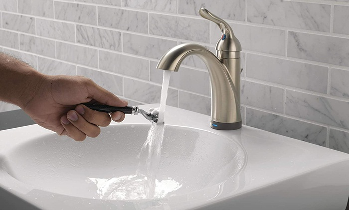 Reasons You Should Install a Touchless Bathroom Faucet